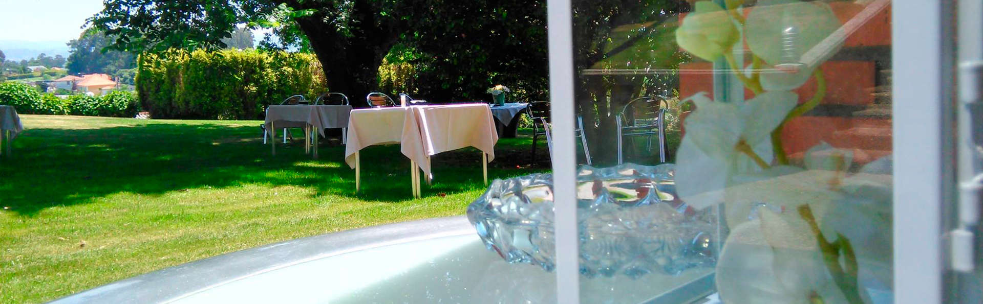 Hotel Os Olivos - edit_pool_garden.jpg