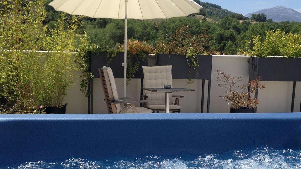 El Hotelito - edit_pool3.jpg