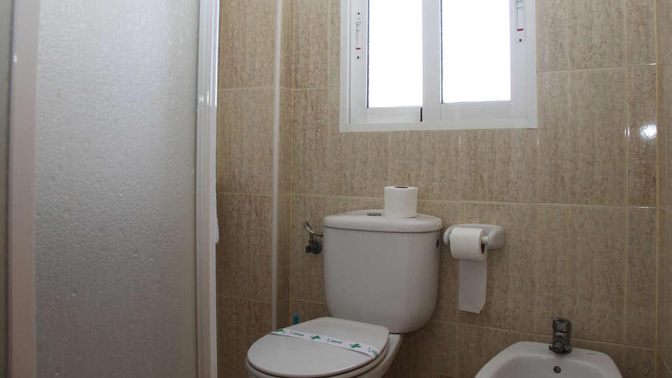 Hotel Trabuco  - edit_bathroom3.jpg