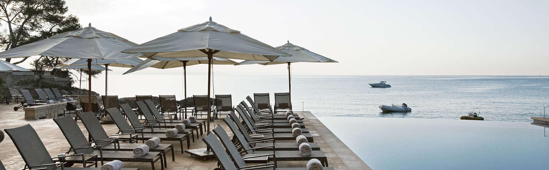 Siéntete como un Rey: Cena romántica, masaje balines, piscina zen en habitación y spa