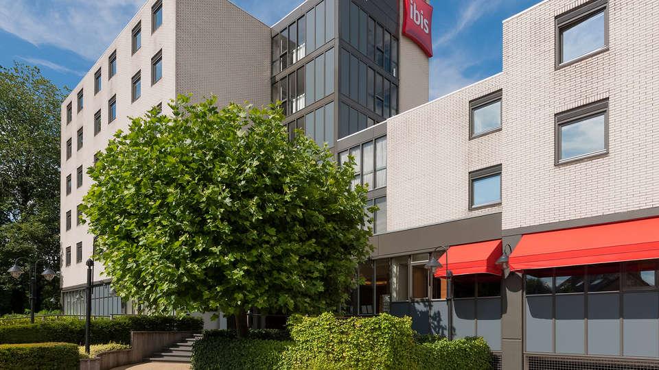 Ibis Utrecht - Edit_front2.jpg