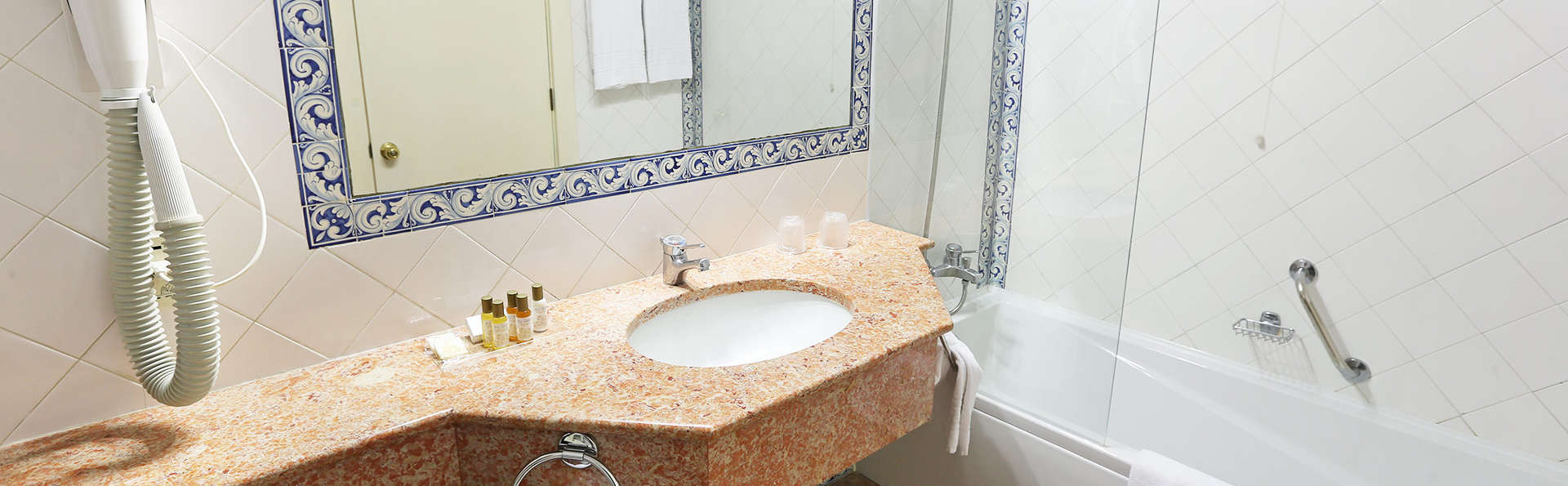 Conimbriga Hotel do Paço - EDIT_bath.jpg
