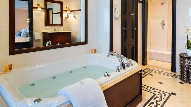 Hotel Barsey by Warwick - NEW bath