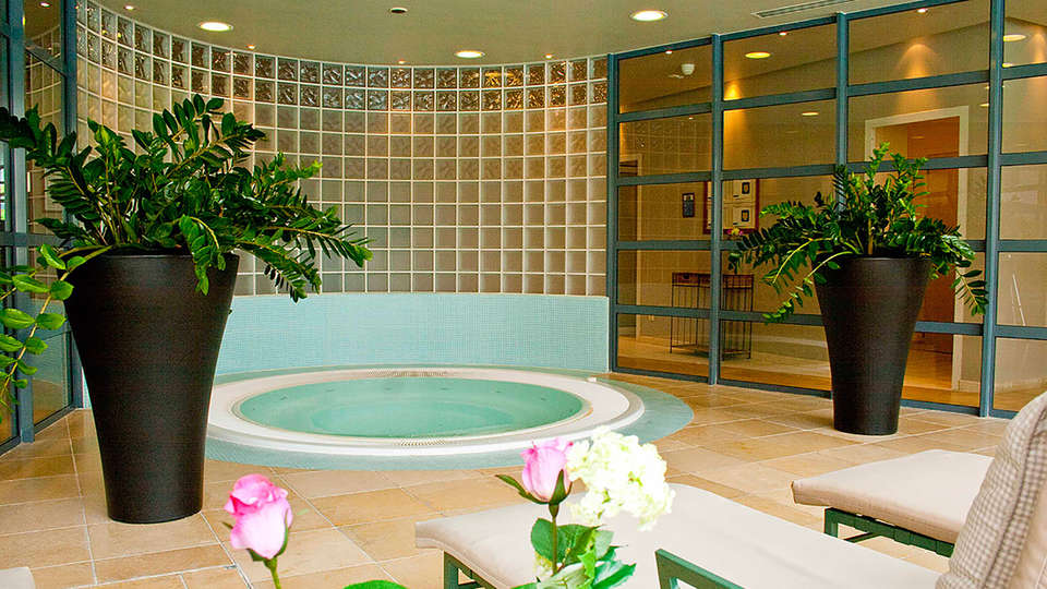 Parker Hotel Brussels Airport - Edit_Jacuzzi.jpg