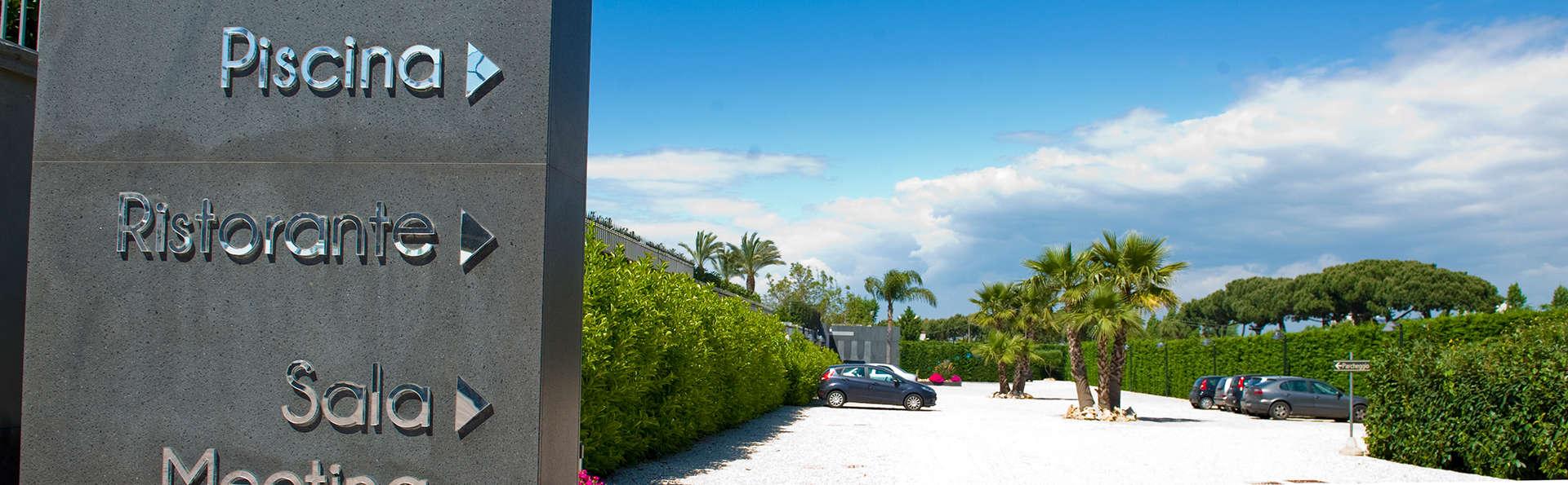 Hotel Giulia - edit_entrance.jpg