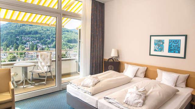 2 noches en habitación doble deluxe vista a la montaña para 2 adultos