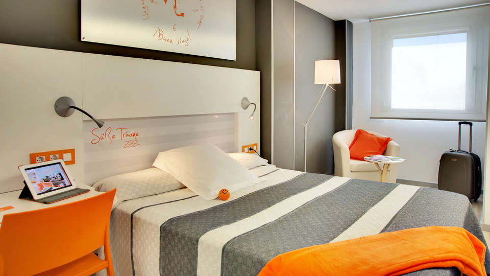 Hotel Bed4U Pamplona - EDIT_room3.jpg