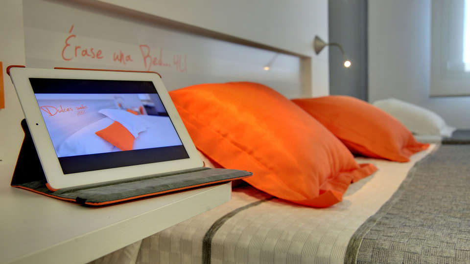 Hotel Bed4U Pamplona - EDIT_room4.jpg
