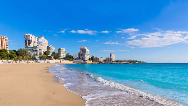 Escápate a Alicante en pensión completa en un hotel 3* con piscina