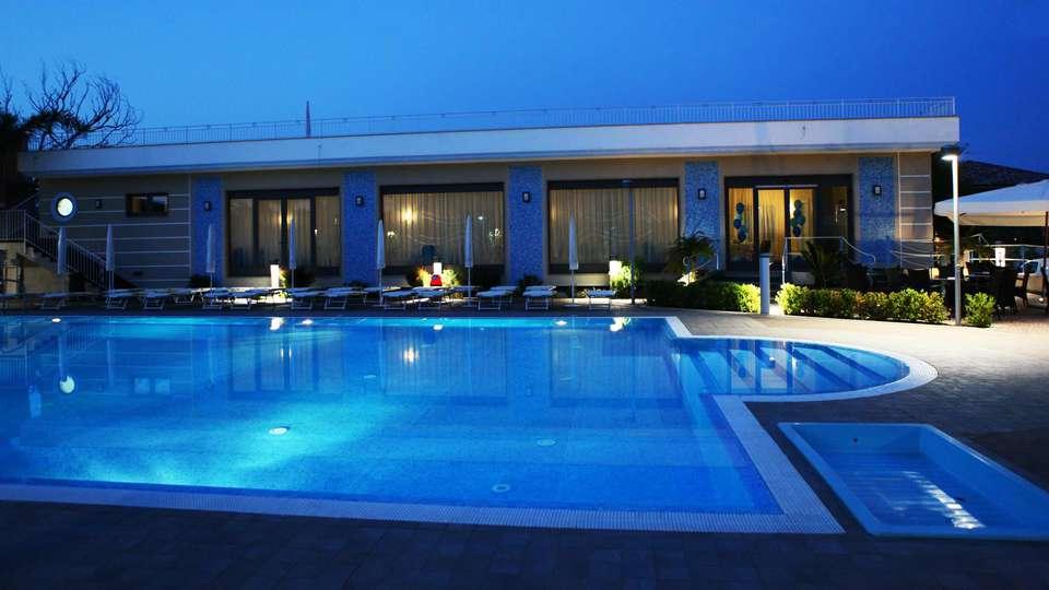 Hotel Premiere - EDIT_pool1.jpg