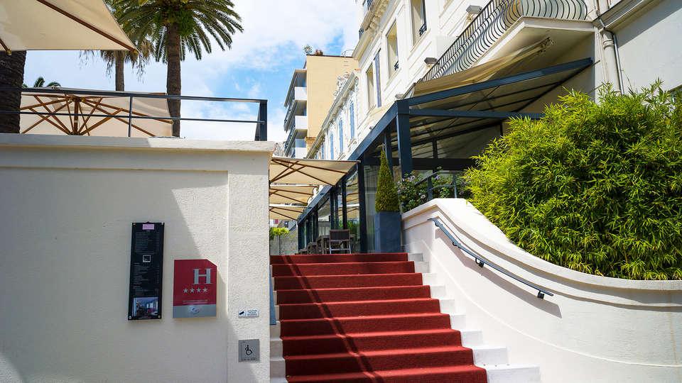 Hôtel Le Canberra - EDIT_entry.jpg