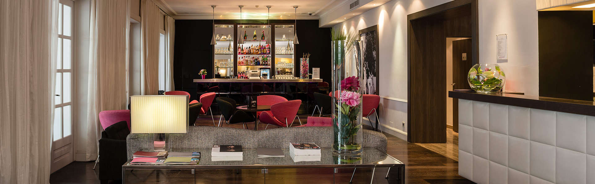 Hôtel Le Canberra - EDIT_receptionbar.jpg