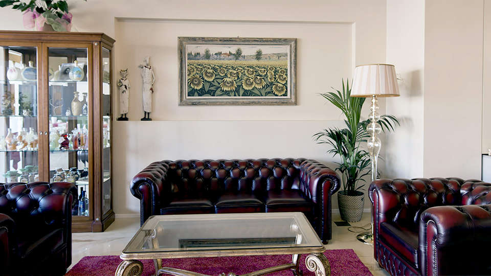 Palace Hotel La Conchiglia d'Oro - Edit_Lounge2.jpg