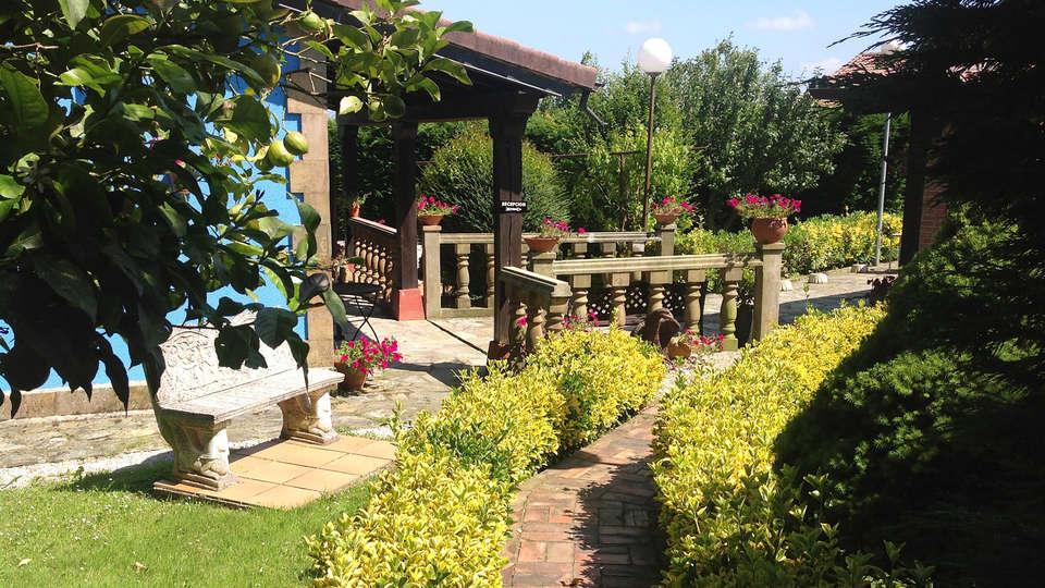 Posada de Ongayo - EDIT_garden.jpg