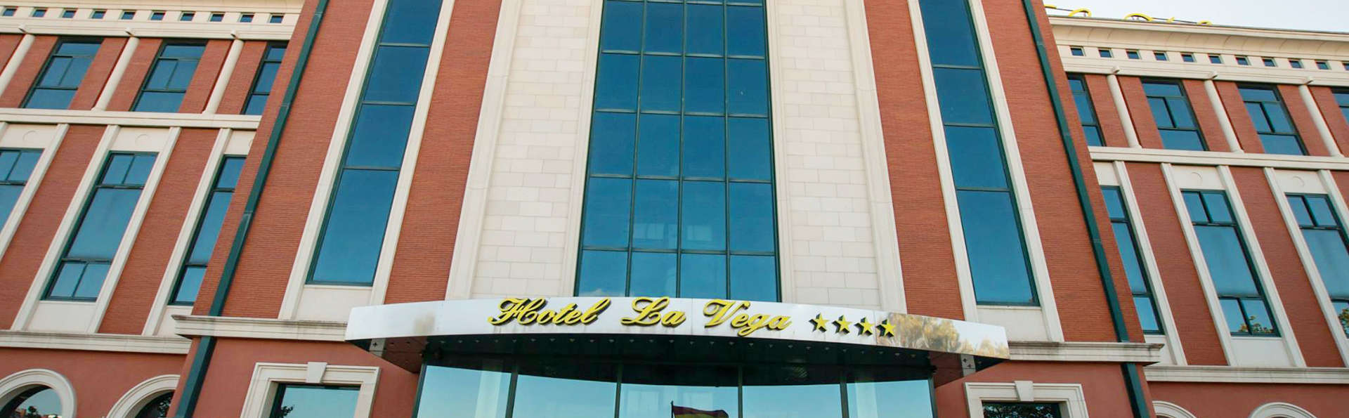 Hotel La Vega - edit_facade1.jpg