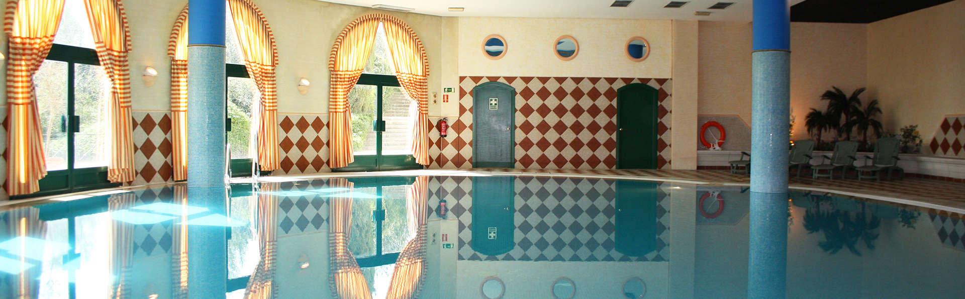 Hotel La Vega - edit_pool.jpg