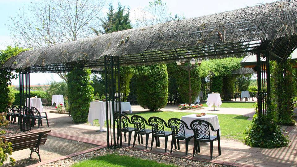 Hotel La Vega - edit_garden1.jpg