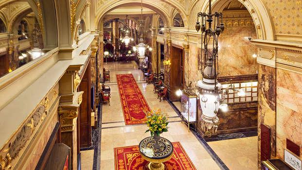 ¿Qué mejor manera de descansar que en un palacio en el corazón de Bruselas?