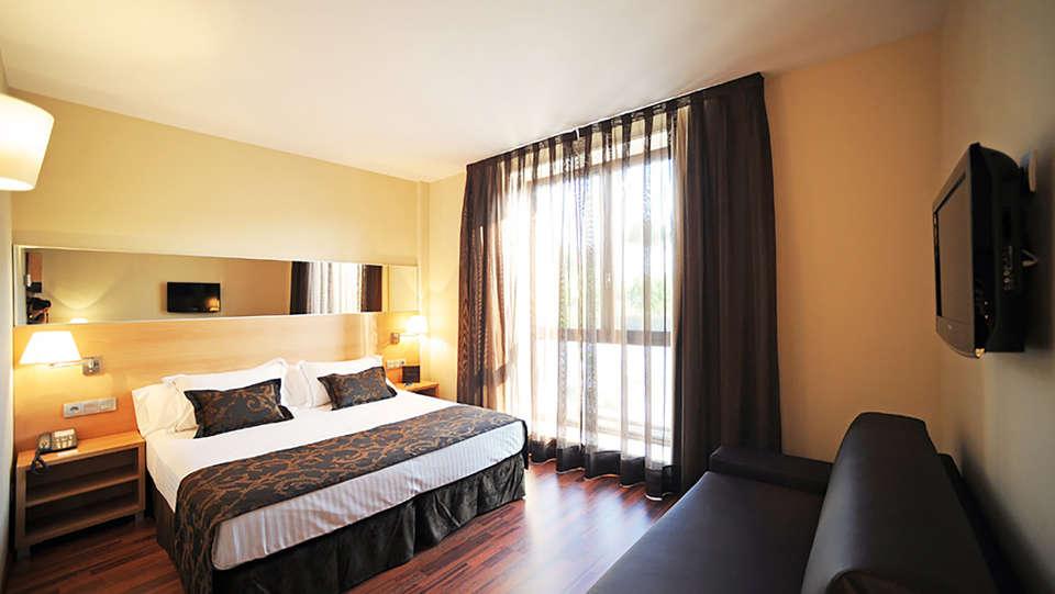 Hotel Desitges - Edit_Room5.jpg