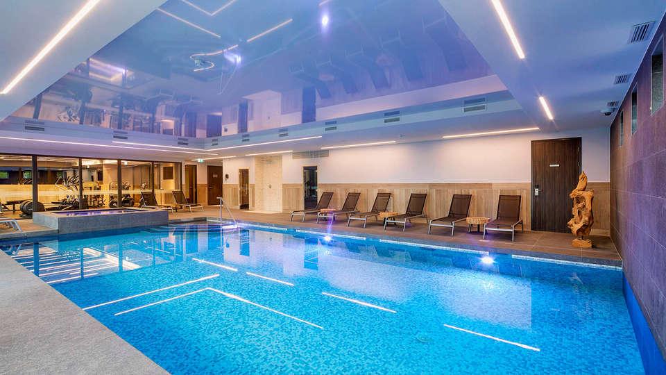 Van der Valk Hotel Princeville - edit_pool.jpg