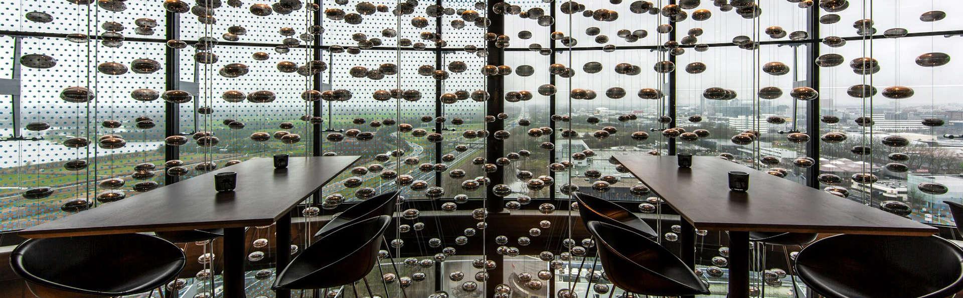 Fletcher Hotel Amsterdam - EDIT_viewbar.jpg