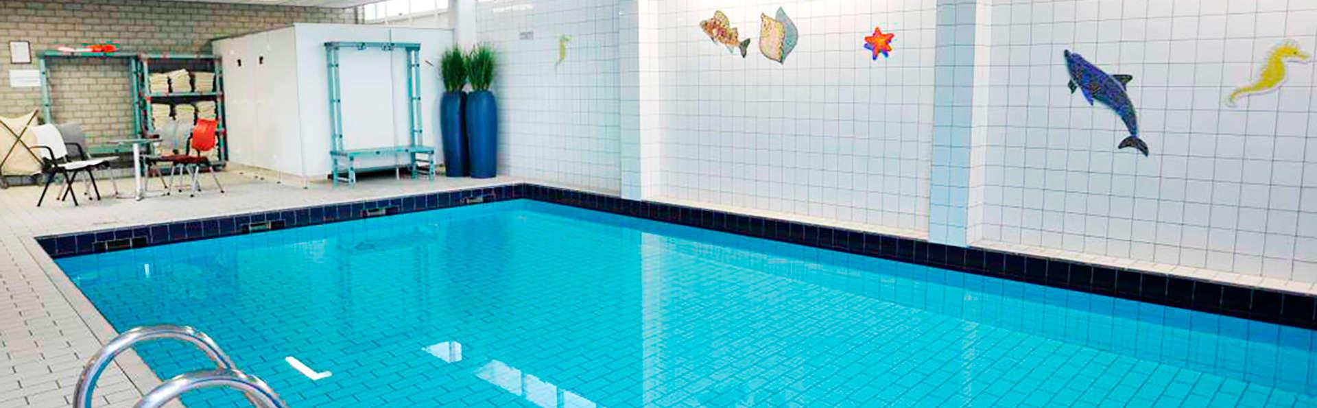 Strandhotel Westduin - EDIT_pool.jpg