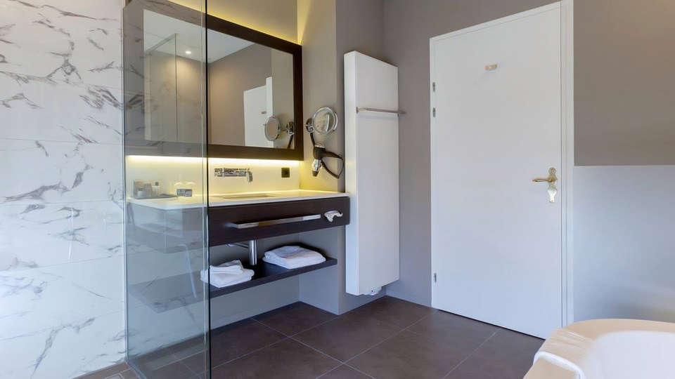 Hotel Kasteel Bloemendal - edit_bathroom2.jpg
