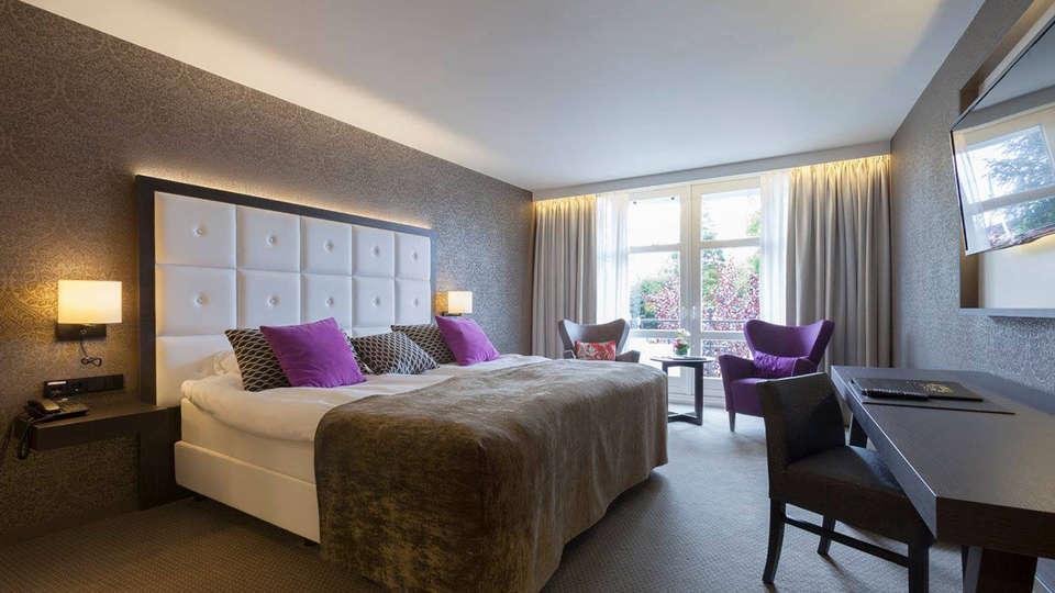 Hotel Kasteel Bloemendal - edit_room2.jpg