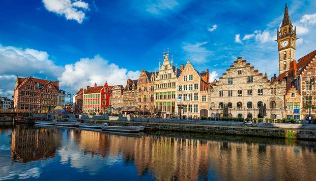 Descubre la hermosa ciudad de Gante desde el agua