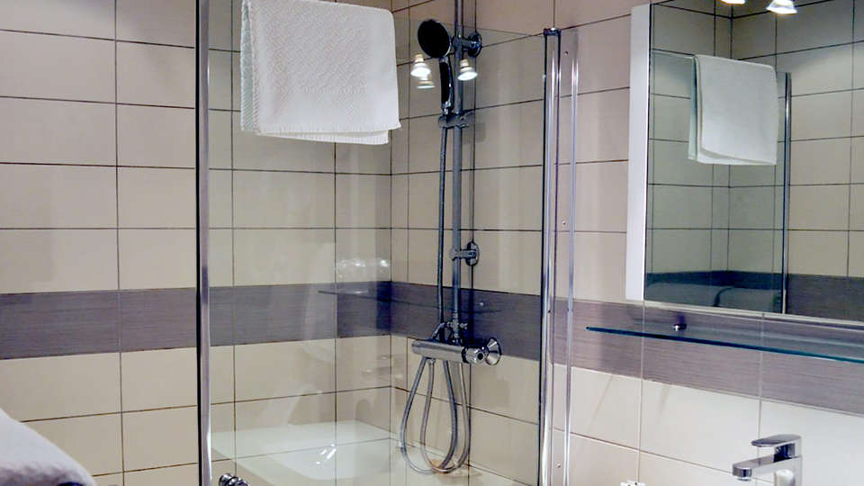 Hôtel Des Alpes - Edit_Bathroom.jpg