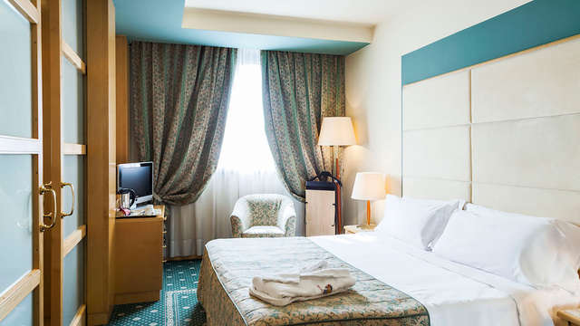Noche en un elegante hotel próximo al centro de Milán en habitación superior