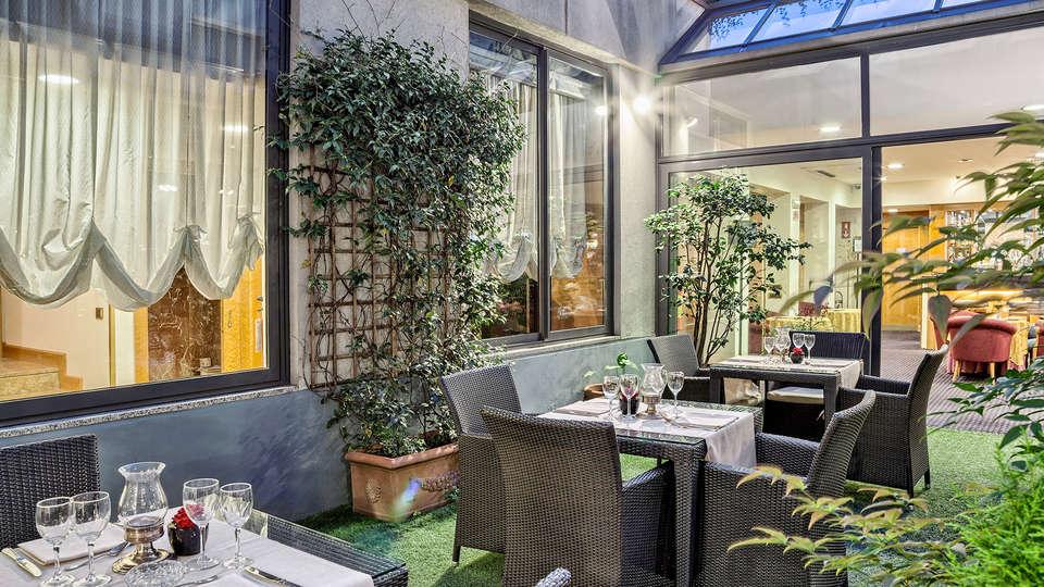 CityLife Hotel Poliziano - Edit_Terrace2.jpg