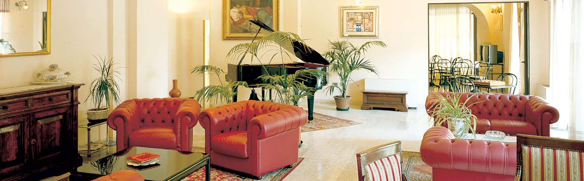 Hotel Des Bains - Edit_Lounge.jpg