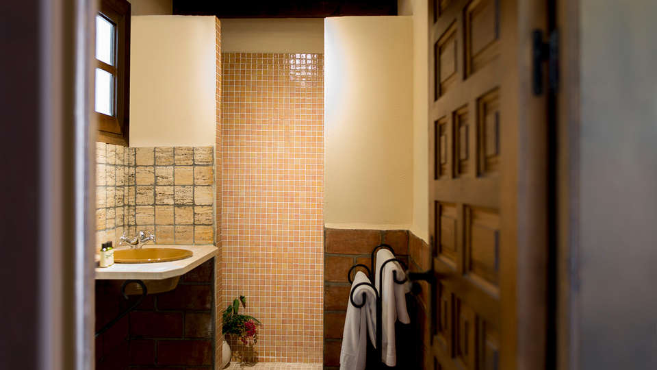 Hotel La Posada Morisca - Edit_Bathroom2.jpg