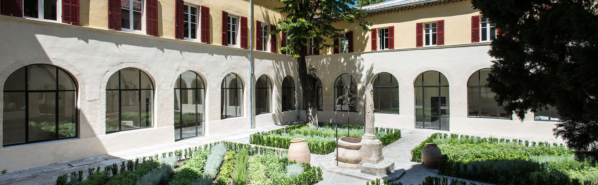 Hôtel Spa Jules César Arles MGallery by Sofitel - EDIT_patio.jpg
