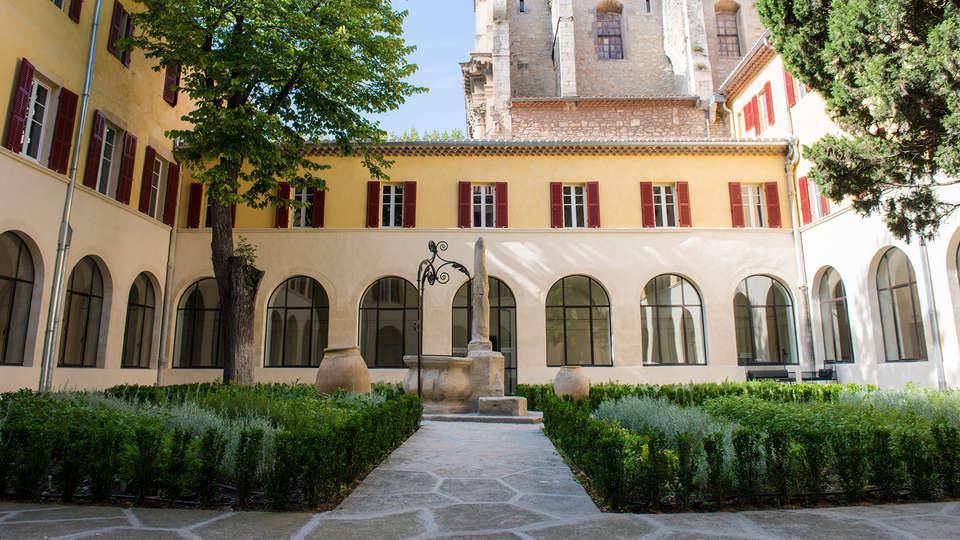Hôtel & Spa Jules César Arles - MGallery - EDIT_patio1.jpg