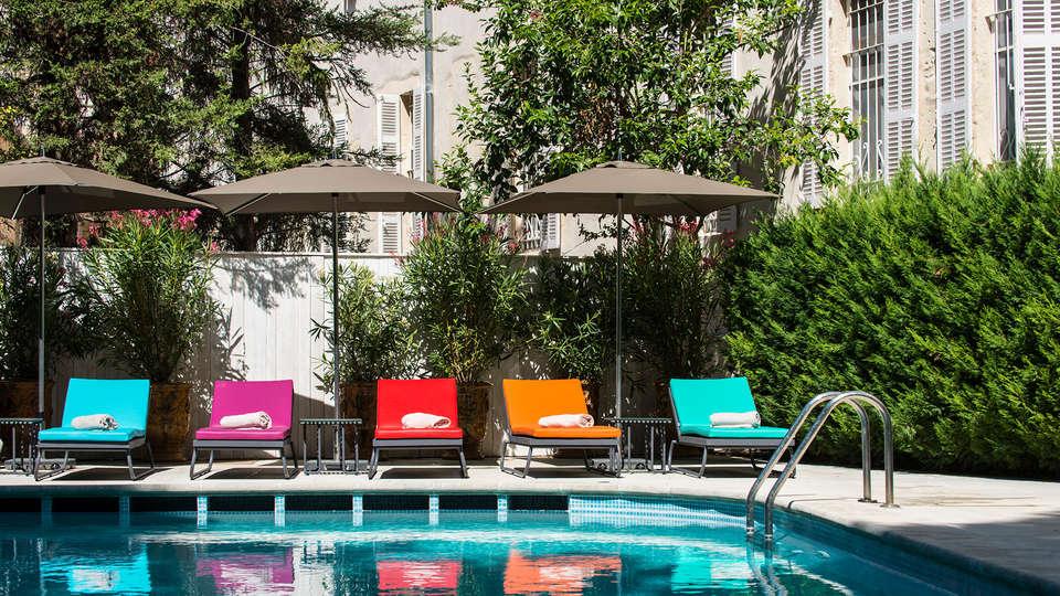 Hôtel & Spa Jules César Arles - MGallery - EDIT_pool1.jpg