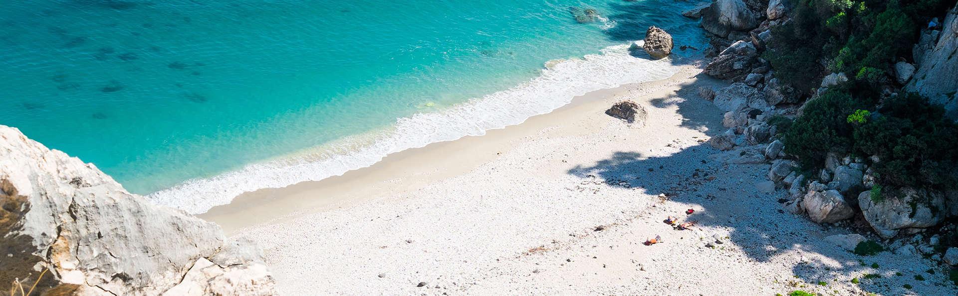 Invito a cena circondati dal verde e dal mare in Sardegna