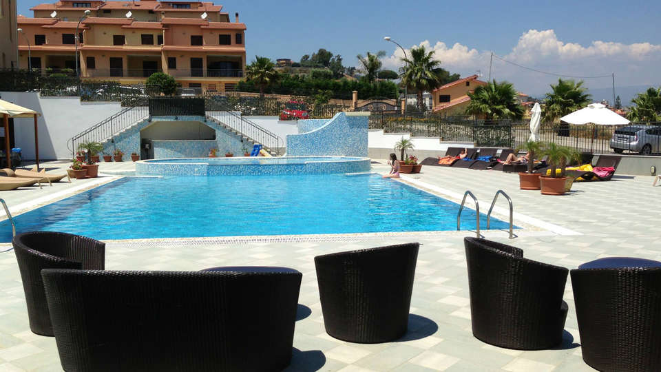 Grand Hotel Paradiso - Edit_Pool2.jpg