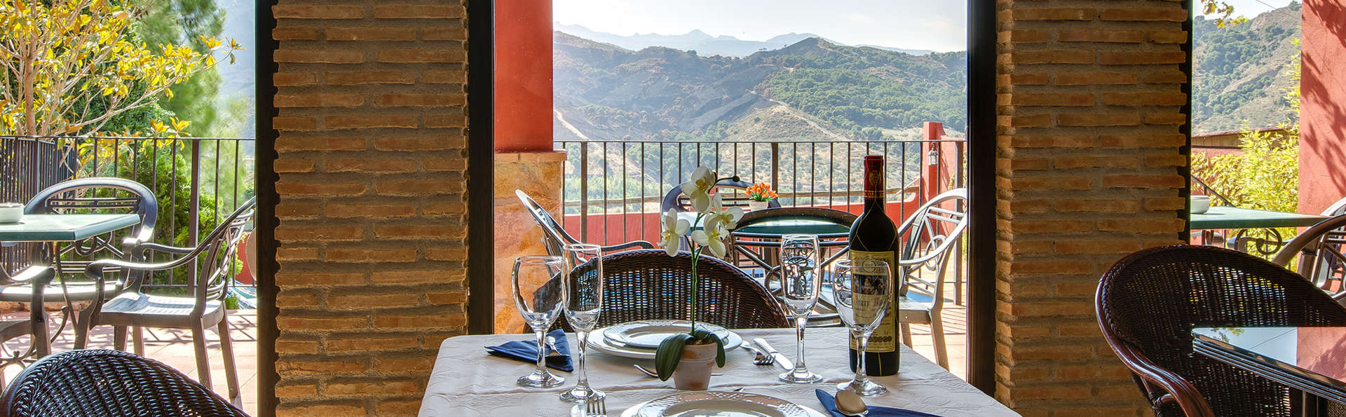 Escapade romantique : dîner avec vue incroyable sur la Sierra Nevada.