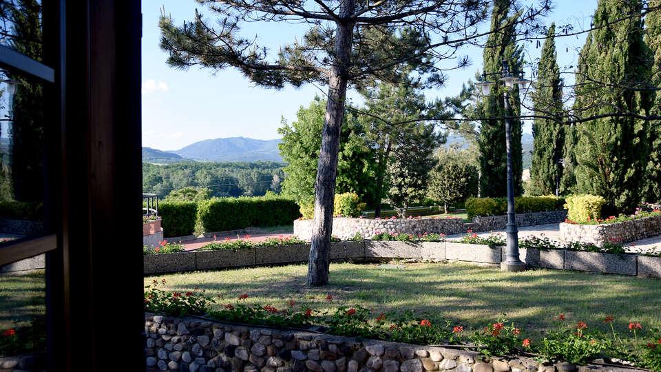 Hotel Fattoria Belvedere - Edit_Garden2.jpg