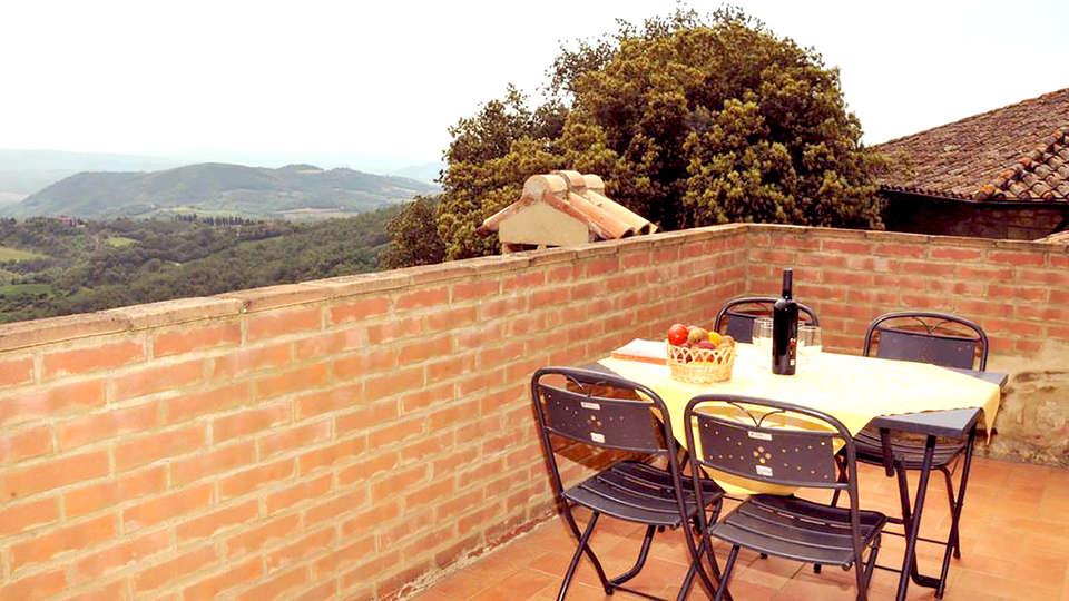 Hotel Fattoria Belvedere - Edit_Terrace.jpg