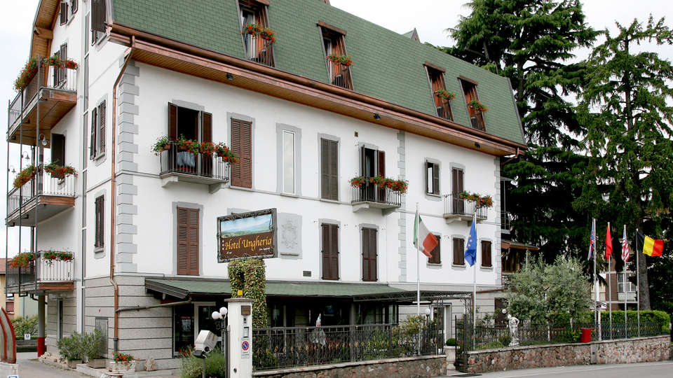 Hotel Ungheria Varese 1946 - Edit_Front2.jpg