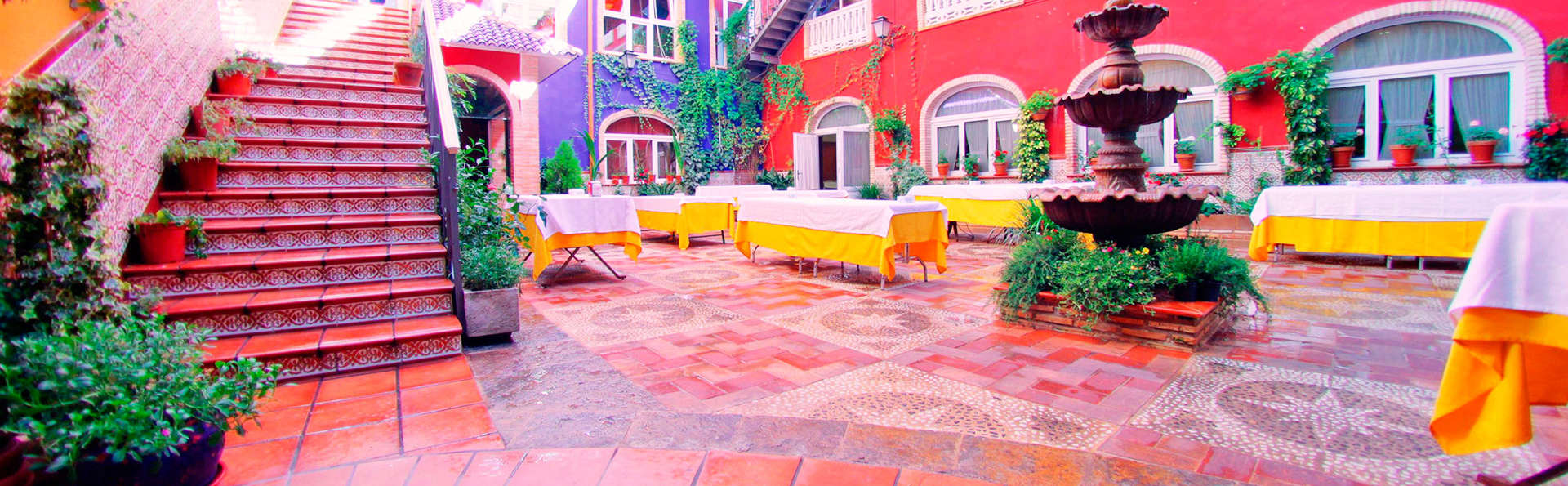 Hotel Plaza Manjón - EDIT_patio.jpg