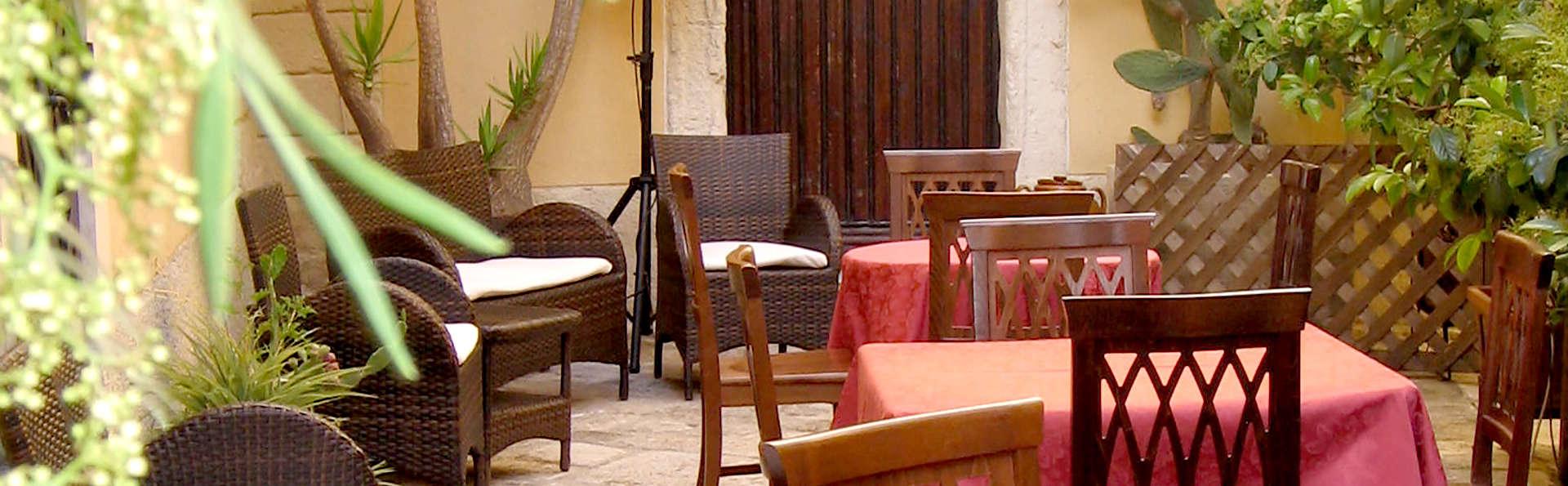 Hotel Residence Palazzo Baldi - Edit_Terrace.jpg