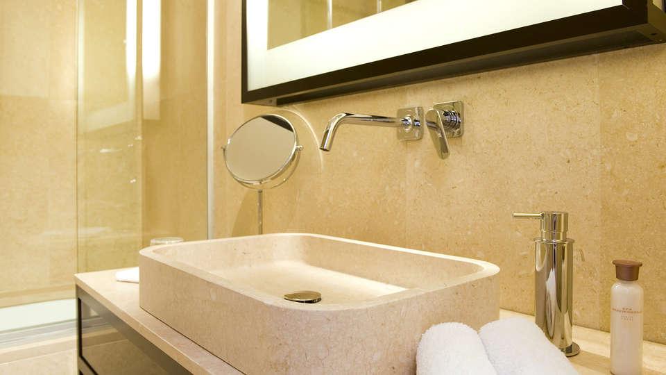 MarinaPlace - Edit_Bathroom4.jpg