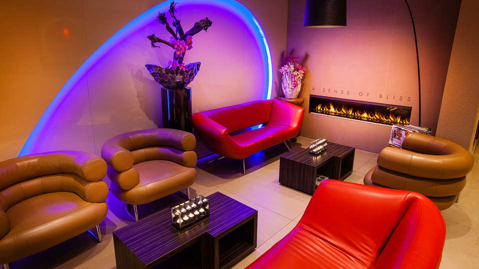 Albus Hotel Amsterdam City Center - Edit_Lounge.jpg
