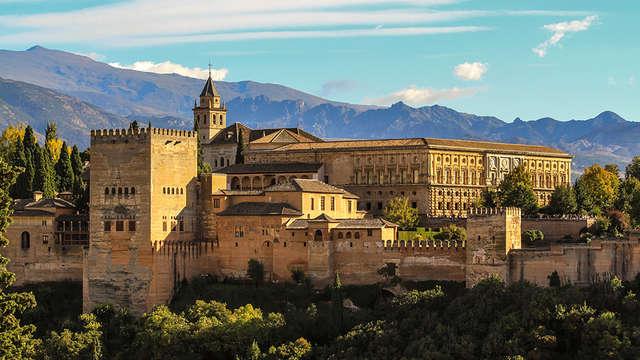 Escapada cerca de Granada con un jacuzzi y un niño gratuito en un edificio del s.XIX