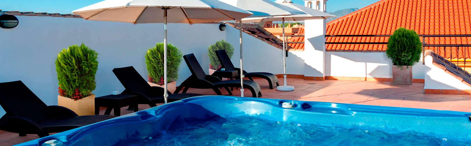 Hotel La Casa del Trigo - EDIT_jacuzzi.jpg