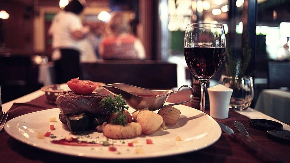 Hotel van Renenpark - Edit_Dinner.jpg